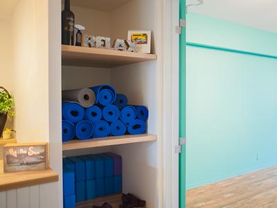マットや道具などはスタジオの入り口に